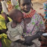 Mutter_mit_Kind_Darfur_CC-BY USAID